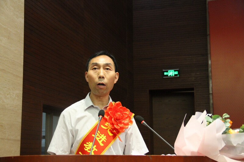 优秀教育工作者代表郭晓峰发言.jpg