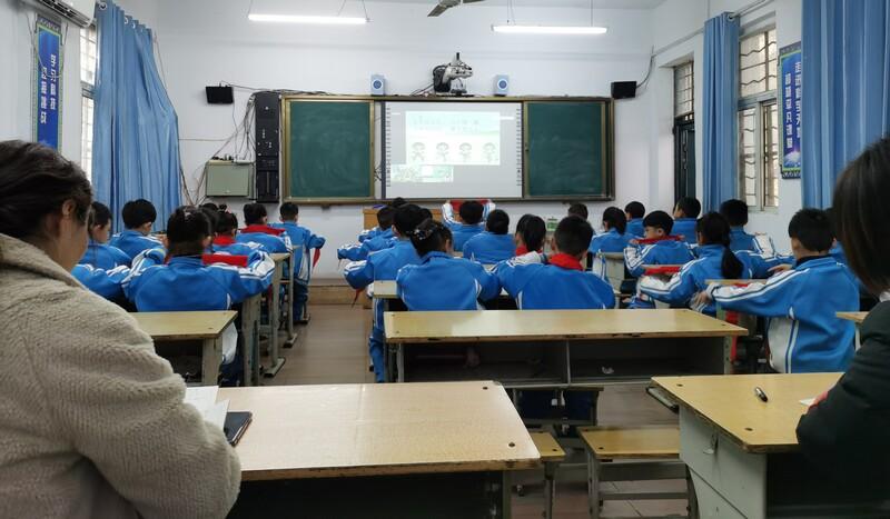 西高皇小学在远端同上一节课1.jpg